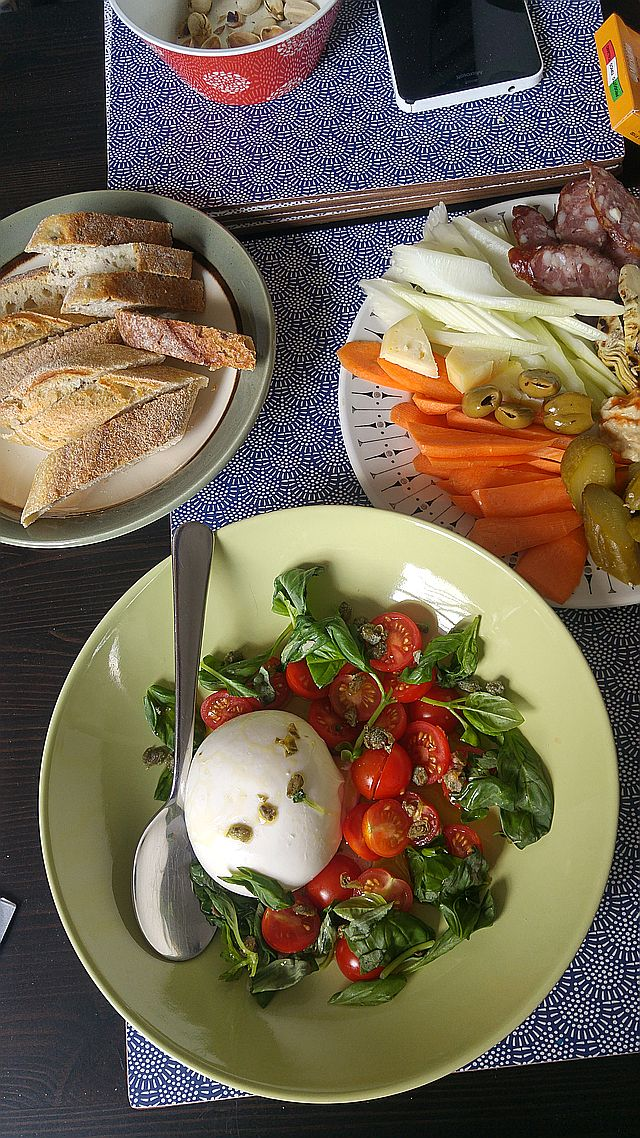 A cold plate and a burrata