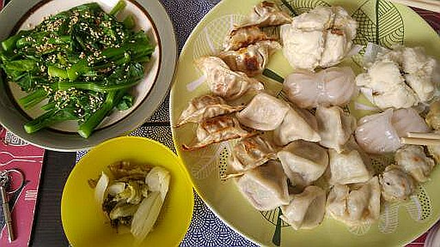 A lazy dim sum lunch with a good dish of kai lan