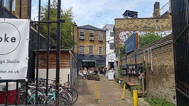 A brunch place in a yard off Gillet Square